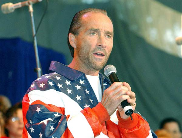 Music Friday: Lee Greenwood Laments His 24-Karat Mistake in 'Fool's Gold'